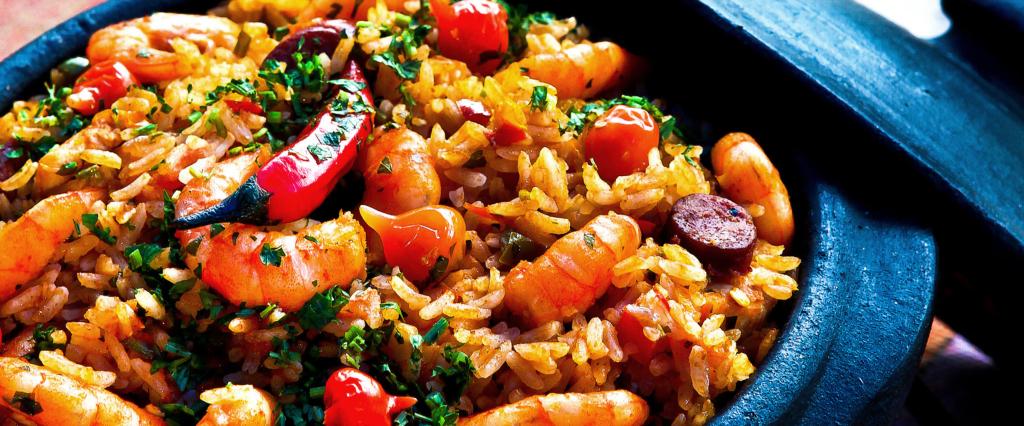 Schnell Muskeln aufbauen, durch Kohlenhydrat reiches Essen wie diese Reisbowl